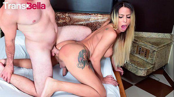 Porno e sexo com travesti loira brasileira