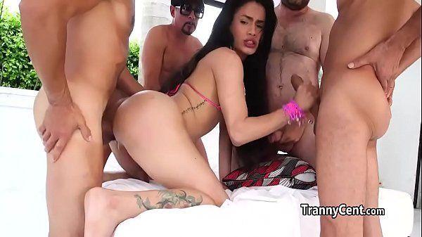 Quero assistir filme de sexo com orgia quente