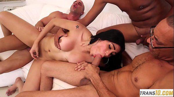 Sexo delicia com dotados fodendo travequinha