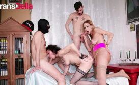 Sexo e foda com as travestis fodendo com o macho