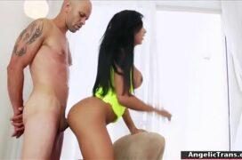 Sexo com trans novinha safadinha dando o cu empinada
