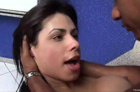 Sexo gostoso no cu da boneca gostosa
