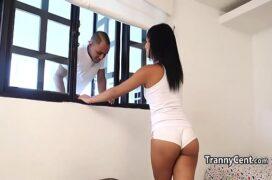 Transex hd dá para o vizinho que pula janela