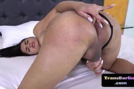 Videos porno travestis na cama do hotel dando para o cara comedor